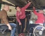 """Майстерня """"Поршень"""": як на Волині перероблюють авто для людей з інвалідністю (ФОТО, ВІДЕО). волинь, авто, автомайстерня поршень, ручне керування, інвалідність"""
