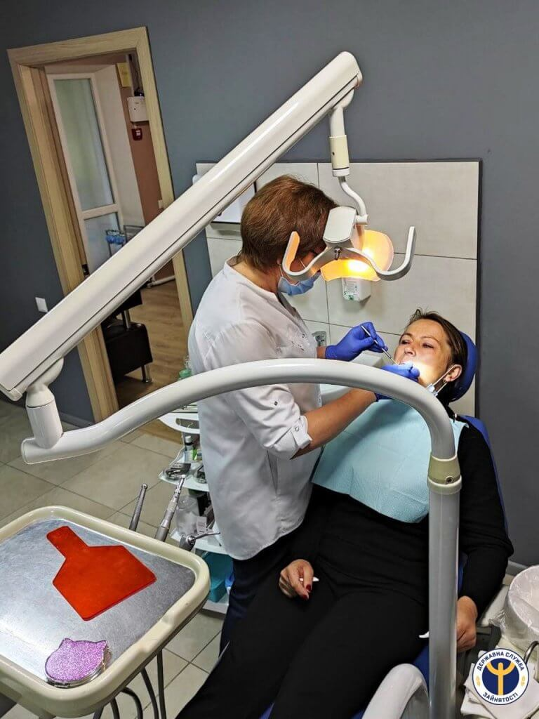 Історія працевлаштування лікарки-стоматолога з інвалідністю. оцз, безробітна, лікарка-стоматолог, працевлаштування, інвалідність