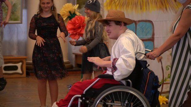 За мотивами казки «Курочка ряба». У Дніпрі діти з інвалідністю разом з батьками створили виставу. дніпро, благодійна організація серця неспокійні, вистава, соціалізація, інвалідність