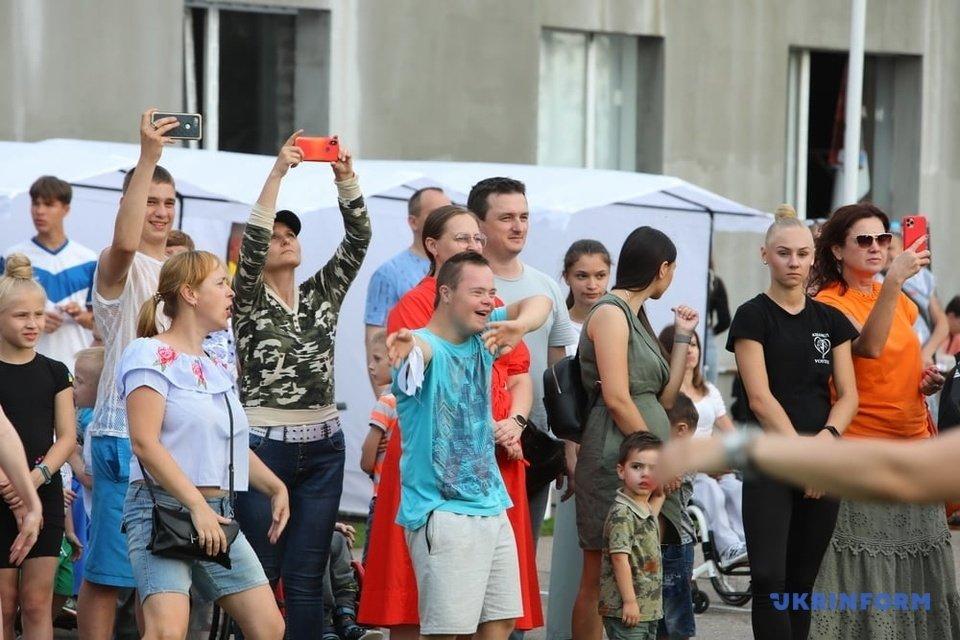 «Естафета патріотів» у Харкові зібрала понад 200 людей з інвалідністю (ФОТО). естафета патріотів, харків, свято, суспільство, інвалідність