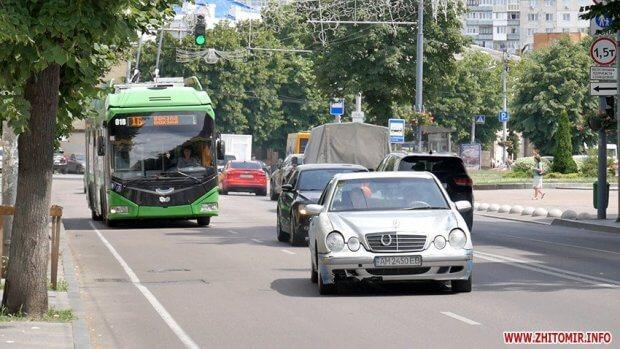 Житомиряни скаржаться, що не завжди можуть скористатися пандусом в нових тролейбусах та автобусах. житомир, доступний, комунальний транспорт, пандус, інвалідність