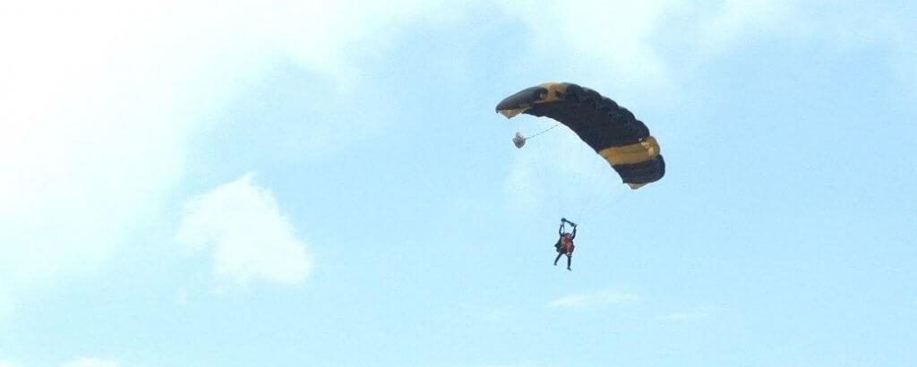 З висоти чотири кілометри. На Дніпропетровщині ветерани з інвалідністю стрибали з парашутами. дніпропетровщина, ветеран, парашут, стрибок, інвалідність