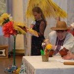 За мотивами казки «Курочка ряба». У Дніпрі діти з інвалідністю разом з батьками створили виставу