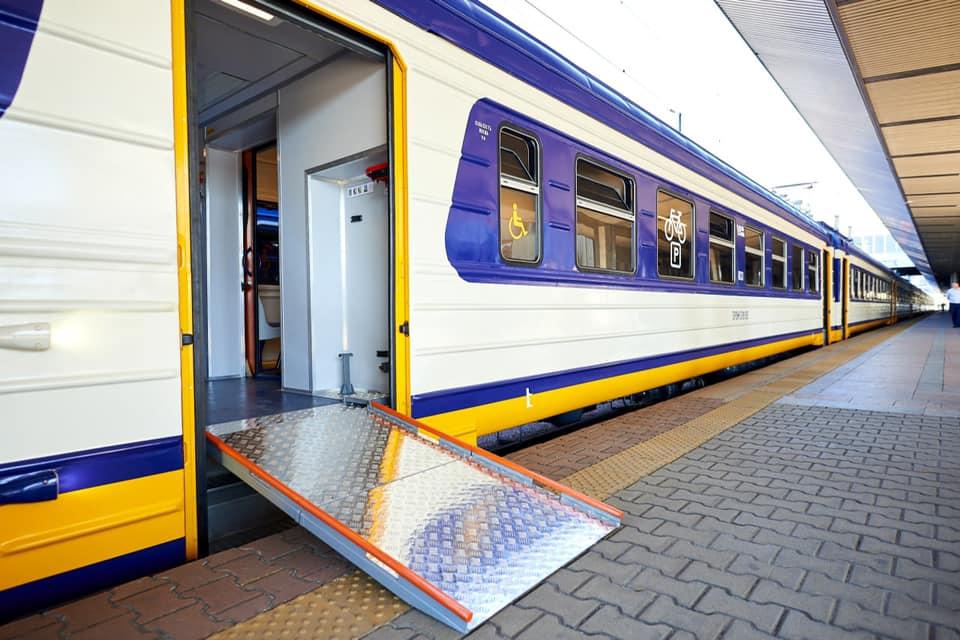 Укрзалізниця вже спрямувала на інклюзивні приміські поїзди 158 млн грн. доступ, модернізація, поїзд, укрзалізниця, інвалідність