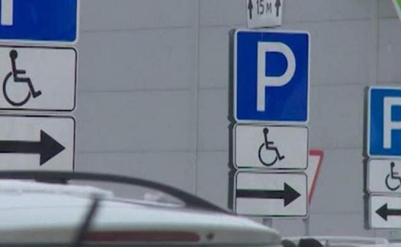 Інспекторам в Україні можуть дозволити карати водіїв, які паркуються на місцях для осіб з інвалідністю. водій, парковка, штраф, інвалідність, інспектор