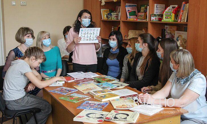 У Мирнограді запроваджують нові підходи при роботі із дітьми з особливими освітніми потребами. мирноград, ооп, книжка, інклюзивно-ресурсний центр, інклюзія