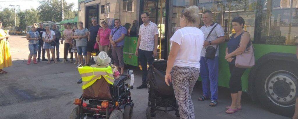 У Житомирі водії тролейбусів та маршруток зустрілися з пасажирами, які пересуваються на візках (ФОТО, ВІДЕО). житомир, водій, пандус, тролейбус, інвалідність