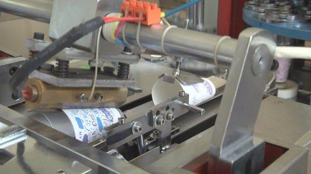 Вироблятимуть екопакети. На Донеччині Центр реабілітації інвалідів виготовляє паперовий посуд. донеччина, центр реабілітації, екопакет, паперовий посуд, інвалідність