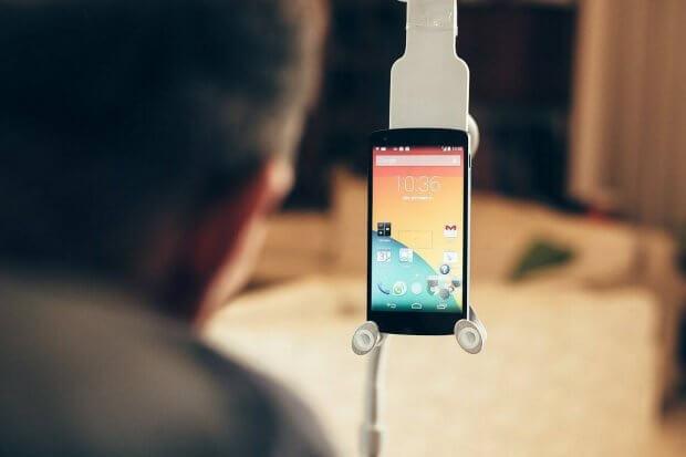 « ̶̶Н̶е̶ сиди в телефоні»: як технології допомагають долати бар'єри. додаток, корисний, смартфон, інвалідність, інтернет