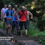 Львівські ветерани АТО підняли на гору Піп Іван чоловіка з ДЦП (ВІДЕО)