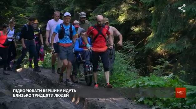 Львівські ветерани АТО підняли на гору Піп Іван чоловіка з ДЦП (ВІДЕО). veterans go, дцп, ветеран ато, гора піп іван, інвалідність