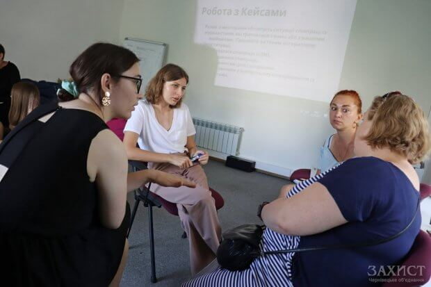 Як розповідати про людей з інвалідністю — менторкою стала журналістка UA: БУКОВИНА. оксана чміль, журналіст, менторка, тренинг, інвалідність