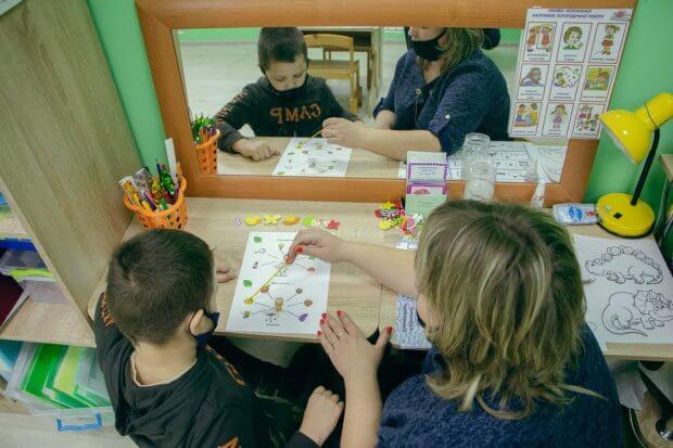 Жінки українського сходу. Історія Оксани, яка допомагає дітям з інвалідністю. оксана кривульська, допомога, лікарка-терапевт, центр розвитку, інвалідність