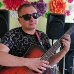 Життя на дотик: як музикант зі Слов'янська впроваджує інклюзивні практики у власну творчість (ВІДЕО)