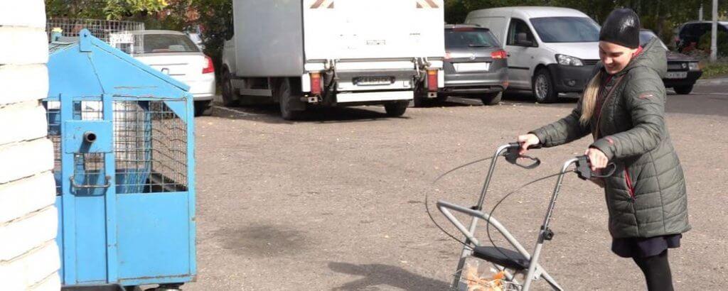 У Черкасах дівчина з інвалідністю навчила мешканців будинку сортувати сміття (ФОТО). анна деркач, черкаси, сміття, сортування, інвалідність
