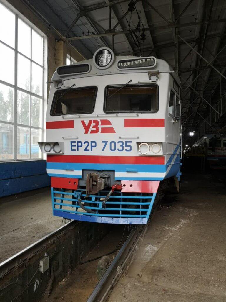 До кінця жовтня в усіх поїздах приміського сполучення Південної залізниці будуть встановлені поручні для людей з інвалідністю. південна залізниця, вагон, поручні, поїзд, інвалідність